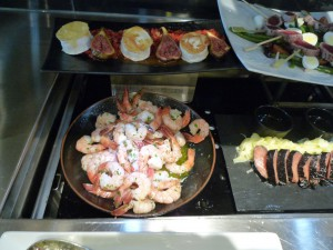 Kaltes Buffet in der Lufthansa First Class Lounge in FrankfurtFoto: NewbieRunner
