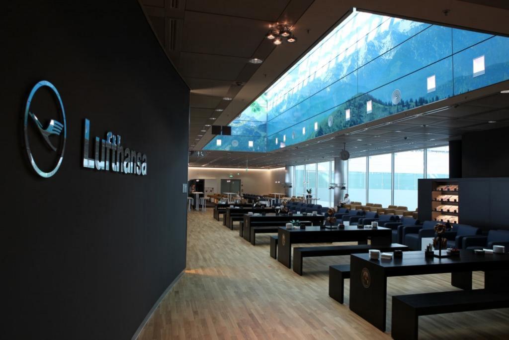 Lufthansa Business Lounge München mit Biergarten, Quelle: Franziskaner
