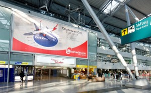 Plakat im Flughafen Dsseldorf zum oneworld Beitritt, Quelle: oneworld