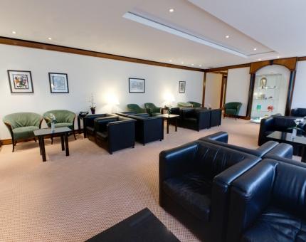 flughafen lounges f r alle. Black Bedroom Furniture Sets. Home Design Ideas