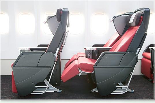 Premium Economy Sitz der Japan Airlines mit 120° Neigungswinkel Foto: JAL