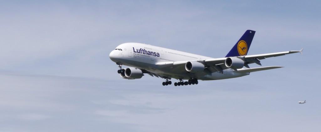 Die A380 im Landeanflug. Foto: Tilmann Jörg / Pixelio