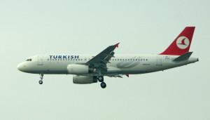 Turkish Airlines beenden Kooperation mit der Lufthansa. Foto: Bernd Sterzl / Pixelio