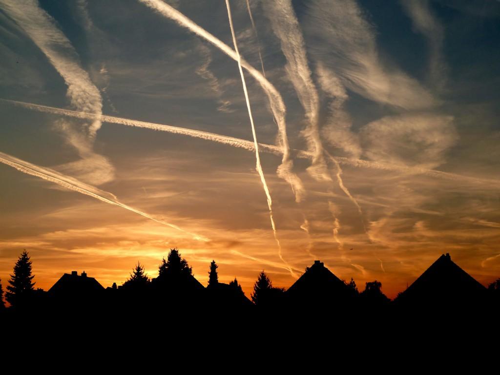 Co2 Ausstoß soll mit umstrittener Luftverkehrssteuer verringert werden. Foto: Dr. Klaus-Uwe Gerhardt / Pixelio
