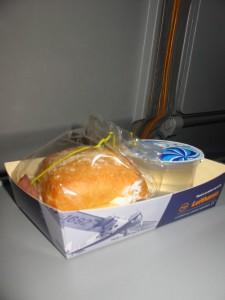 Snack im Flugzeug muss versteuert werden Foto: Lukas / Pixelio