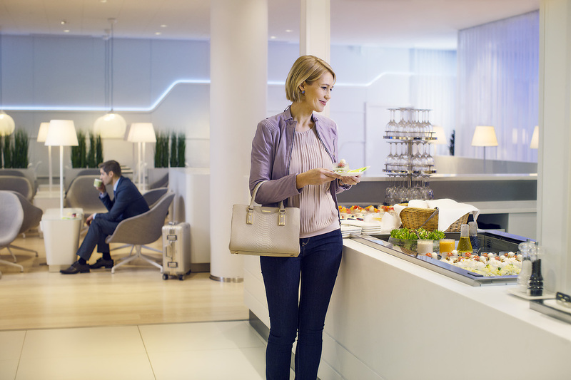 Finnair Premium Lounge food counter Foto: Finnair