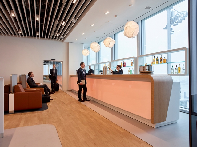 Skybar in der Business Class Lounge Foto: Lufthansa